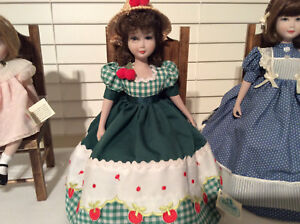 Vintage porcelain country doll Menta y Canela green dress stuffed legs straw hat