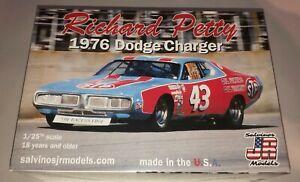 Richard Petty 1976 Dodge Charger STP #43 1:25 scale stock car model kit
