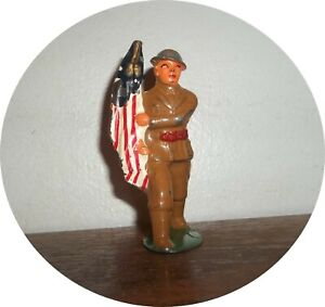 invd103~ NICE SOLDIER ~  MARCHING WITH FLAG ~ BARCLAY /MANOIL