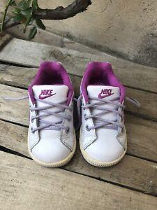 Baskets Nike enfant T 21 / 11 cm / 9 mois blanc/violet simili cuir BE