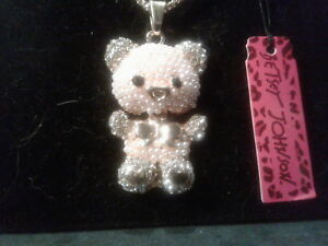 BETSEY JOHNSON CRYSTAL & FAUX PEARL BEAR PENDANT CHARM  NECKLACE-FREE GIFT BOX