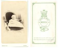 Mevius, Un bébé pose CDV vintage albumen carte de visite,  Tirage albuminé