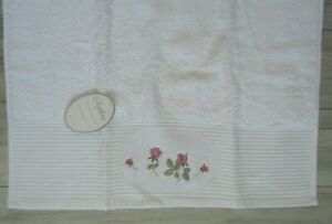 """NWT Sophia Designer Floral Rose Embroidered White Hand Towel 30"""" x 19.5"""""""