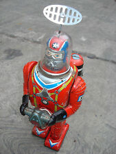 Cragstan-Daiya Astronaut Robot Battery Operated Toy Made in Japan 1960