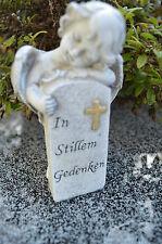 Engel stehend neben einem Spruchstein Grabschmuck