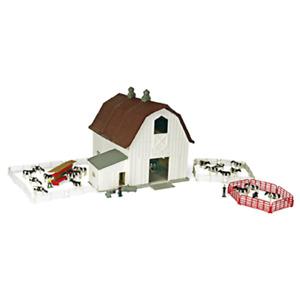 Ertl John Deere 1:64 Scale Dairy Barn Playset