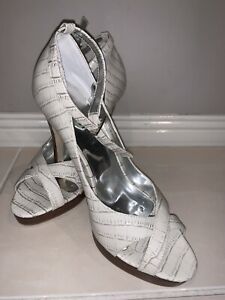 Colin Stuart Heels Size 7. New Without Box.