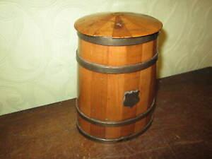 An attractive old tea caddy / humidor