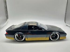 Jada 1985 Chevy Camaro 1:24 scale die cast (31457)