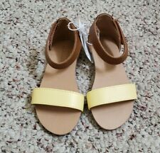 NWT Old Navy Girls Light Yellow & Brown Strappy Sandals w/ Ankle Closure Sz 8 C