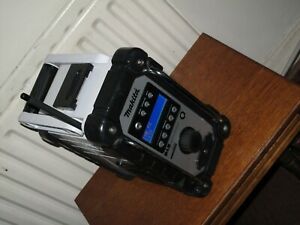 MAKITA 18V LXT DMR109 JOB SITE RADIO DAB/FM/AUX CAN WORK WITH MAIN & BATTERY