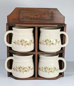 Vintage Wall Wooden 4 Mugs Set in Shelf Primitive Country Floral Berries