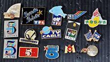 """Lot de 15 pin's thème """"MEDIA TV"""" La Cinq- M6- FR3- SFP- TF1"""
