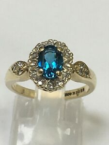 Stunning 9 Carat Yellow Gold DIAMOND & BLUE TOPAZ Ring