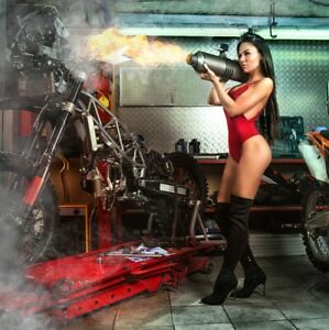 VLIES FOTOTAPETE Selbstklebende TAPETEN XXL Garage Motorrad Frau 3D 3016