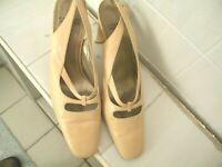 Vintage Charles Jourdan Paris Beige Round Toe Slingback Shoes Size 8-1/2 M