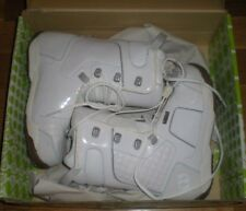 NEW IN BOX W TAGS, MORROW SKY WOMENS SNOWBOARD BOOTS US SIZE 7,