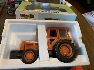 Diapet 1/20 T-108 KUBOTA M Series Tractor Toy Die Cast Metal Hood Doors Open