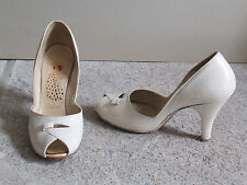 Vintage 1950s PEACOCK SHOES Ivory Leather Pump PEEP TOE High Heels 5 1/2 Narrow