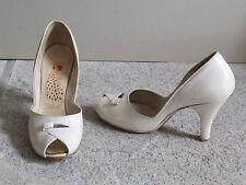 Vintage 1950s PEACOCK SHOES Ivory White Leather Pump PEEP TOE Heels 5 1/2 Narrow