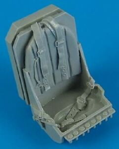 QUICKBOOST 1/32 Spitfire Seat w/Safety Belts QUB32110