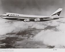 DELTA AIR LINES - 747 IN FLIGHT CLOUDS RH  - BLACK & WHITE 8 X 10