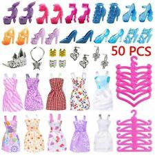 50 Artikel von Barbie Kleidung Bundle Schuhe & Kleiderbügel Puppenkleider DE