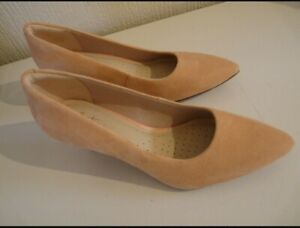 Clarks Somerset Womens Pink Peachy Suede High Heel Slip On Shoes Size 3.5 BNWT