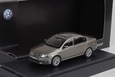 VW Passat  B7 2010 kaschmir grey metallic 1:43 Schuco Dealer