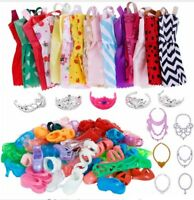 m LOTTO 35 PEZZI BARBIE 12 VESTITI 12 SCARPE 6 COLLANE 5 CORONE DOLL ACCESSORIES