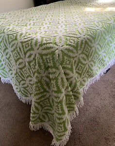 """VINTAGE Lime Green CHENILLE Queen/King FRINGED BEDSPREAD Lightweight 104""""X89"""""""