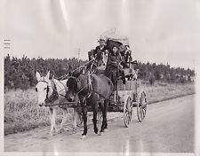 SHARECROPPERS and Belongings Travel to Work * RARE VINTAGE 1937 press photo