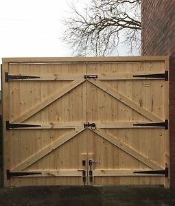 WOODEN DRIVEWAY GATES 6FT HIGH STRAIGHT TOP T&G FREE HINGES & TOP BOLT