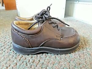 Brown Kenneth Cole Reaction Leather Laced Boys Shoes Size 5M