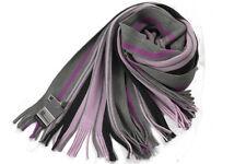 Klassischer Strickschal aus 100% Merinowolle mit Fransen -- rosa/grau gestreift