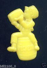 épinglette publicitaire Pêcheur bière . couleur jaune  .