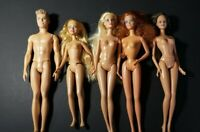 LOT OF 5 BARBIE DOLLS WITH KEN AND SISITER     { B }