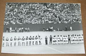 FOOTBALL SOCCER PHOTO PELÉ'S FAREWELL NEW YORK COSMOS V FC SANTOS GIANTS 1977