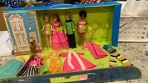 VINTAGE LOT OF 1970 TOPPER DAWN DOLLS WITH CLOTHES AND CASE EXTRAS