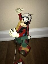 Disney World Goofy SANTA Christmas Present Statue Midwest Of Cannon Falls NWT