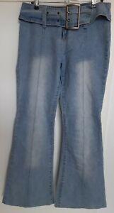 Jeans Gr.S, hellblau, mit angenähtem Gürtel, Abnäher mittig am Bein vorne+hinten