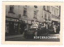 Original Foto deutsche Panzer im Stadtbereich 2. WK