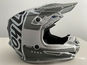TROY LEE DESIGNS SE4 Polyacrylite Factory Gray/Silver/Black Motocross Helmet 2XL