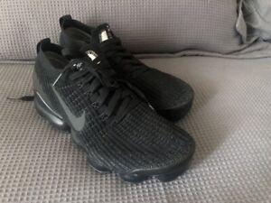 Like new! Nike Air VaporMax Flyknit 3 Womens triple black sneakers US9 / 26cm