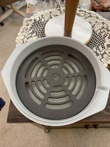 Nordic Ware Microwave Oven Steam R Roaster Rack 1 1/2 QT Baking Dish Z1