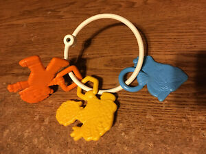 1979 SESAME STREET TEETHER PALS BABY RING RATTLE TOY / REAL PICS / WRONGWAY052