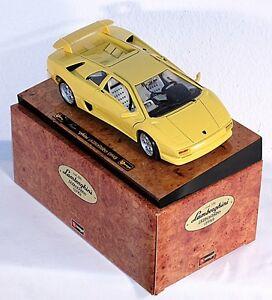 Bburago 3741, 1:18, Lamborghini Diablo (1990), auf Präsentationsbrett   #ab1009c