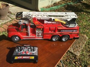 1999 New Bright Remote Control #9 Fire Engine W/ Lights Sounds Sirens Ladders