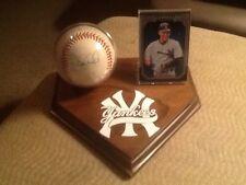 New York Yankees Auographed Baseball & Card Holder Display (Lg )