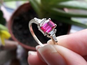 Solid 9ct Yellow Gold Solitaire Accents Ring Pink Ruby Sparkly White Stones - Q